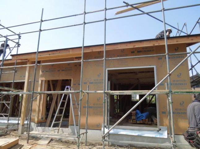 36 サッシ枠取付,外壁工事(構造用合板打ち付け